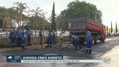 Trânsito é liberado na Avenida Fábio Barreto, em Ribeirão Preto - Local estava interditado para recapeamento após rompimento de adutora de água.