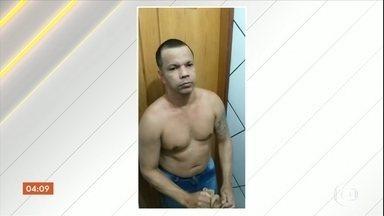 Morte de preso que tentou escapar de presídio do RJ é investigada - A Secretaria de Administração Penitenciária do Rio de Janeiro investiga a morte do detento dentro do presídio de Bangu 1. Ele foi encontrado enforcado na cela. O preso tentou fugir vestido de mulher, mas foi descoberto.