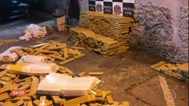 Polícia apreende 1,5 tonelada de maconha em Diadema, na Grande São Paulo - A droga estava escondida na carroceria de um caminhão carregado com milho.