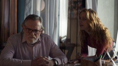 Sabrina e Otávio ficam juntos na construtora - Ela ameaça fazer um escândalo para chamar a atenção do empresário. Agno se irrita com os palpites de Fabiana na construtora