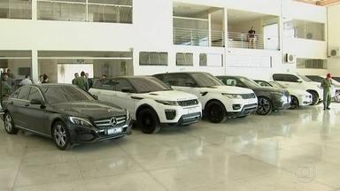 Polícia de Goiás prende quadrilha que ostentava patrimônio em carros e aviões - Traficantes traziam drogas para o Brasil em aviões adaptados.