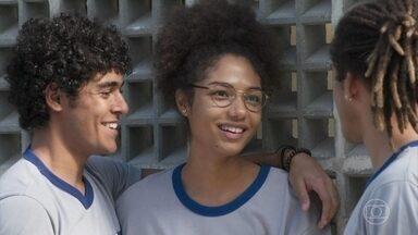 Waguinho se incomoda com o namoro de Luan e Alice - Luan recusa os convites para matar aula e sair com o amigo