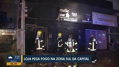 Loja de comestéticos na Zona Sul de Porto Alegre é atingida por incêndio - Assista ao vídeo.