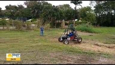 Alunos de engenharia da UFPE criam os próprios carros e participam de competição - Campeonato entre estudantes de engenharia do Nordeste aconteceu durante o fim de semana.