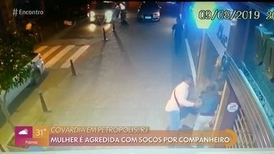 Mulher é agredida na rua por companheiro na região serrana do Rio - Câmera registrou a violência e homem está cumprindo prisão preventiva