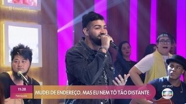 Dilsinho canta 'Pouco a Pouco' - Confira