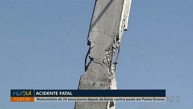 Motociclista morre depois de bater contra poste em Ponta Grossa - Vítima de 24 anos não resistiu aos ferimentos e morreu no local.