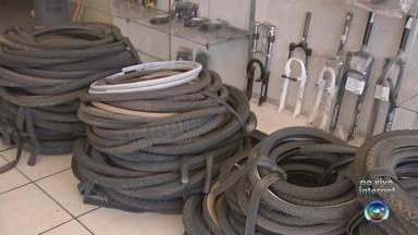 Ação coleta pneus usados nesta segunda-feira em Itapetininga - Está sendo realizada nesta segunda-feira (12) uma coleta de pneus em Itapetininga (SP).