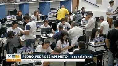 Contribuintes lotam central da Prefeitura no último dia do Refis - Secretário diz que Central vai atender o último contribuinte
