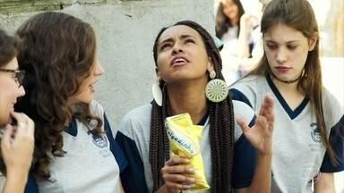 Jaqueline afirma às amigas que não tem nada com Thiago - As meninas também implicam com os sentimentos de Rita por Filipe