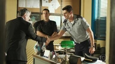 Marco apresenta Peixoto a Percival - O promotor explica como vai funcionar a delação de Góes sobre a morte de Zé Carlos
