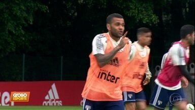 Daniel Alves marca dois gols em treino do São Paulo - Daniel Alves marca dois gols em treino do São Paulo