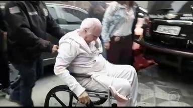 Roger Abdelmassih é levado para hospital penitenciário em São Paulo - Estuprador deve ficar um mês internado. Prisão domiciliar foi revogada após denúncia do Fantástico.
