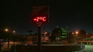 Onda de frio atinge as regiões Sul e Sudeste do Brasil - Em Urupema, Santa Catarina, os termômetros marcaram quase 9 graus negativos durante a madrugada.