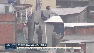 Tiroteio na Mangueira afeta moradores e fecha o trânsito na região - Uma operação da Polícia Militar na manhã desta quarta (14) afetou a vida dos moradores que foram obrigados a buscar refúgio quando iam para o trabalho. Segundo a PM,. um suspeito morreu no confronto.
