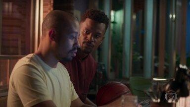 Ramon pergunta a Leo sobre Marcos - Ramon fica com bastante ciúmes do ex-ficante de Paloma