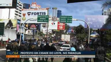 Ponte da Amizade está fechada por causa de protesto em Cidade do Leste - Os manifestantes pedem a saída do presidente paraguaio, Mario Abdo Benítez, por causa do acordo feito com o Brasil comprometendo o Paraguai a comprar energia mais cara do que o habitual da usina de Itaipu.