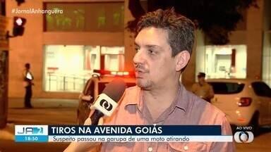 Homem morre e outro fica ferido após tiros no Centro de Goiânia - Crime aconteceu na tarde desta quarta em frente à Praça do Bandeirante, um dos locais de maior movimento da capital.
