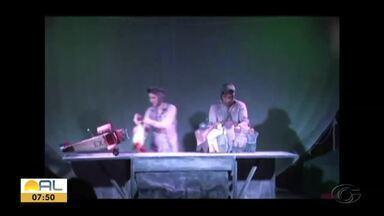 Espetáculo de teatro conta a história do escritor Antoine de Saint-Exupéry - Peça é encenada com grande produção em Maceió.