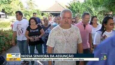 Fiéis prestam homenagens à Nossa Senhora da Assunção - Confira mais notícias em g1.globo.com/ce