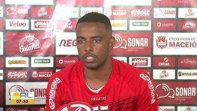 Regularizado, Welsey fica à disposição do técnico Marcelo Chamusca, do CRB - Volante fala do confronto com o Vitória, domingo, pela Série B
