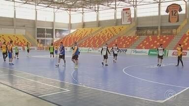 Com portões abertos, Sorocaba recebe o Taubaté pela Liga Paulista de futsal - Sorocaba e Taubaté se enfrentam nesta quinta-feira, às 20h, na Arena Sorocaba, em partida válida pela fase classificatória da Liga Paulista de futsal (LPF).