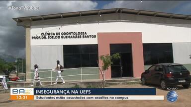 Pacientes são assaltados enquanto aguardentavam atendimento em clínica da UEFS - Dois homens armados invadiram o local e levaram pertences das vítimas.