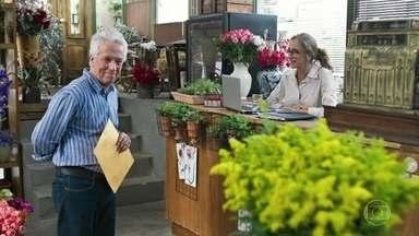 Geraldo afirma a Eva que comprou sua floricultura - Ele explica que fechou negócio com Omar, que tinha os documentos