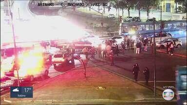 Motociclistas se envolvem em acidente na Avenida Cristiano Machado, em BH - Dois ficaram feridos