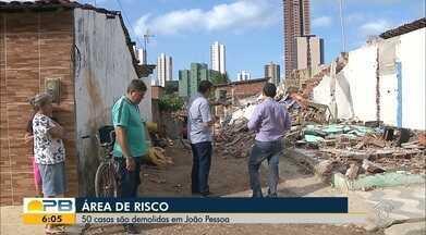 50 casas são demolidas em João Pessoa - Casas estavam em área de risco.