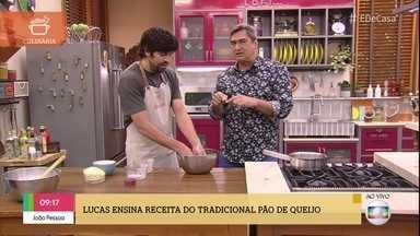 Lucas Parizzi resgata tradição do pão de queijo mineiro - Comerciante prepara a receita para o café da manhã do ´É de Casa'