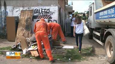 Operação de limpeza urbana é realizada em bairros de São Luís - Operação quer evitar que o lixo descartado nas ruas, calçadas e quintais acabe virando criadouro para mosquito da dengue.