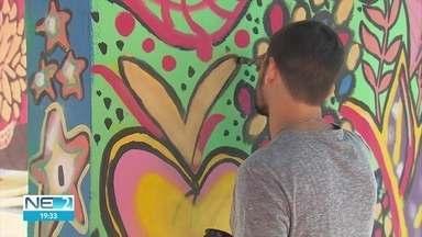 Projeto na Rua da Aurora valoriza espaços públicos com ajuda de moradores - População descobre talento na pintura dos locais.