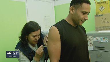 Com caso confirmado de sarampo, procura por vacina cresce 20% em São Carlos - Jovem de 18 anos pode ter contraído a doença de estudantes da capital que vieram para festa.