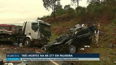 Três pessoas morrem em batida de frente na BR-277 em Palmeira - As três vítimas estavam num carro que bateu contra um caminhão. A pista estava molhada na hora do acidente.