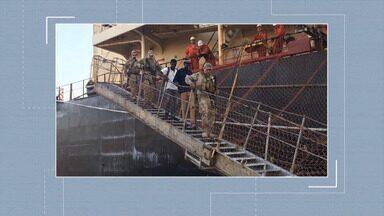 Nigerianos achados clandestinamente em navio em São Luís são levados para Pedrinhas - Nesta segunda (19), eles e o comandante do navio foram ouvidos pela polícia.