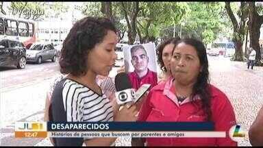 Veja as histórias do quadro 'Desaparecidos' na Praça da República - Veja as histórias do quadro 'Desaparecidos' na Praça da República