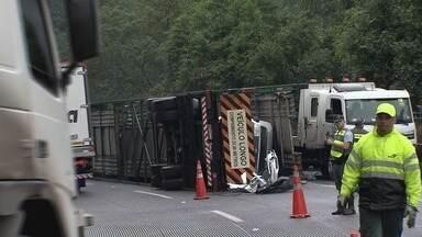 Acidente com carretas interdita parte da rodovia Cônego Domênico Rangoni - Acidente aconteceu por volta das 8h50 desta terça-feira (20).