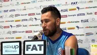 Jonatan Gómez fala sobre o estilo de jogo do Fluminense - Argentino fez o gol do CSA no último domingo