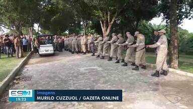 Bombeiro que morreu ao salvar cachorro é enterrado no ES - Subtenente morreu no dia que completou 23 anos de profissão.