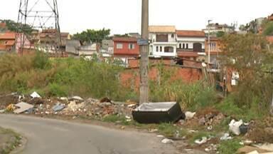 Descarte irregular de lixo ainda é um problema em Mogi - Mesmo com Ecopontos e Operação Cata-Tranqueira muita gente ainda descarta lixo em terrenos e outros locais impróprios.