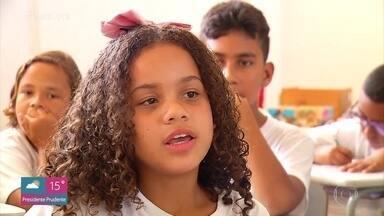 Elogios trazem benefícios para quem faz e para quem recebe - Conheça o projeto de uma cineasta americana e o trabalho de uma professora que pratica a arte do elogio em sua escola
