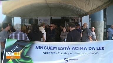 Auditores fiscais protestam no Recife contra influência de Bolsonaro na Receita Federal - Ato foi realizado em frente à Delegacia da Receita Federal.