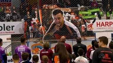 Homenagens marcam retorno do Passo Fundo Futsal às quadras - Amistoso contra o atual campeão da Liga Nacional relembrou a trajetória de Radaeli