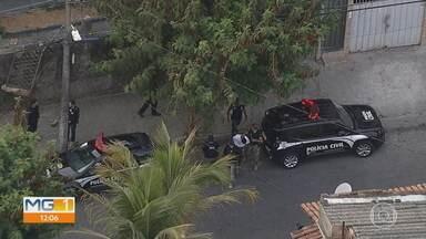 Cinco pessoas são presas suspeitas de participar da morte de um amigo deles em Macacos - A Polícia Civil cumpriu mandados na manhã desta sexta-feira (25), no bairro Caiçara, em Belo Horizonte.