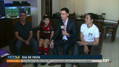 Valdinei encerra comemoração do Meio Dia PR em casa de família no centro de Cascavel - Cinco famílias foram visitadas ao longo da semana.