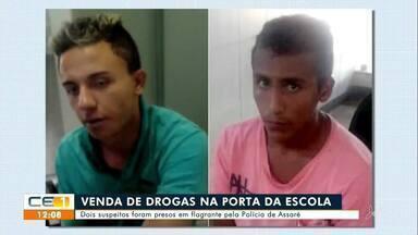 Dois homens presos suspeitos de vender droga em porta de escola em Assaré - Saiba mais em g1.com.br/ce