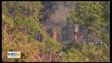 Moradores reclamam de poluição causada após reabertura de siderúrgica em Divinópolis - Eles fizeram vários vídeos para mostrar a situação. A empresa se posicionou sobre o assunto.
