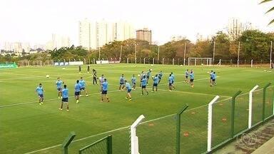 Após sequência péssima na Série A, Goiás se prepara para encarar o Inter - Verdão enfrenta o Colorado no domingo no Serra Dourada