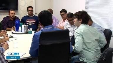 Prefeitura de Aracaju e empresários se reúnem para discutir Lei da Fachada - Prefeitura de Aracaju e empresários se reúnem para discutir Lei da Fachada.